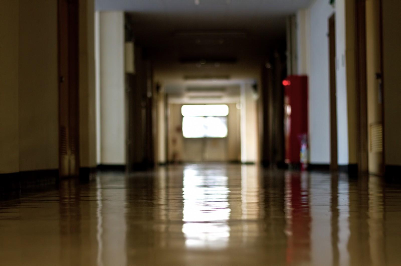 【カラオケ】廊下に漏れてる歌声ってひどいの多いよな?部屋の中では気にならないけど