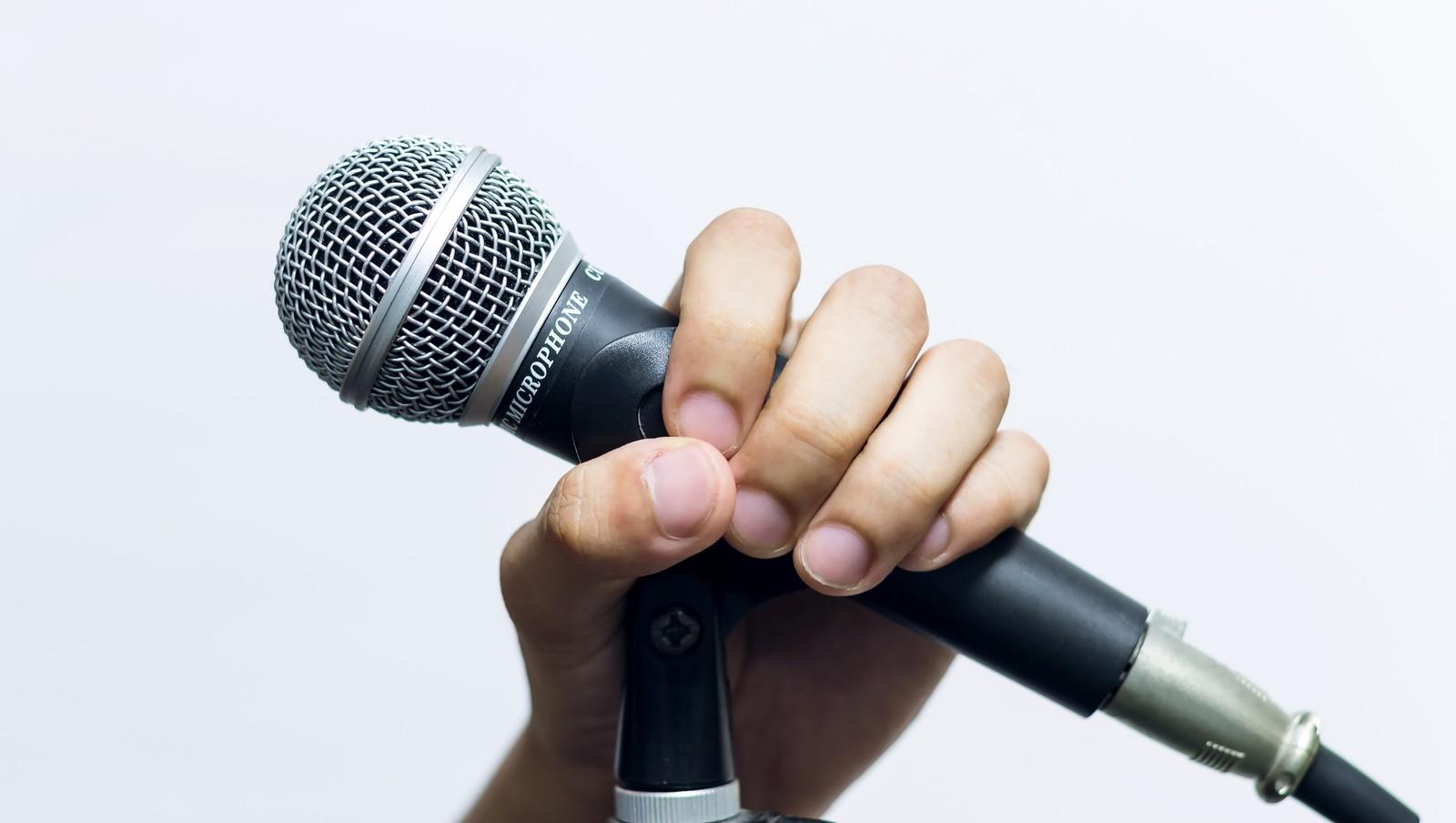【カラオケ】男でも歌える女性曲ってどんなのがありますか?