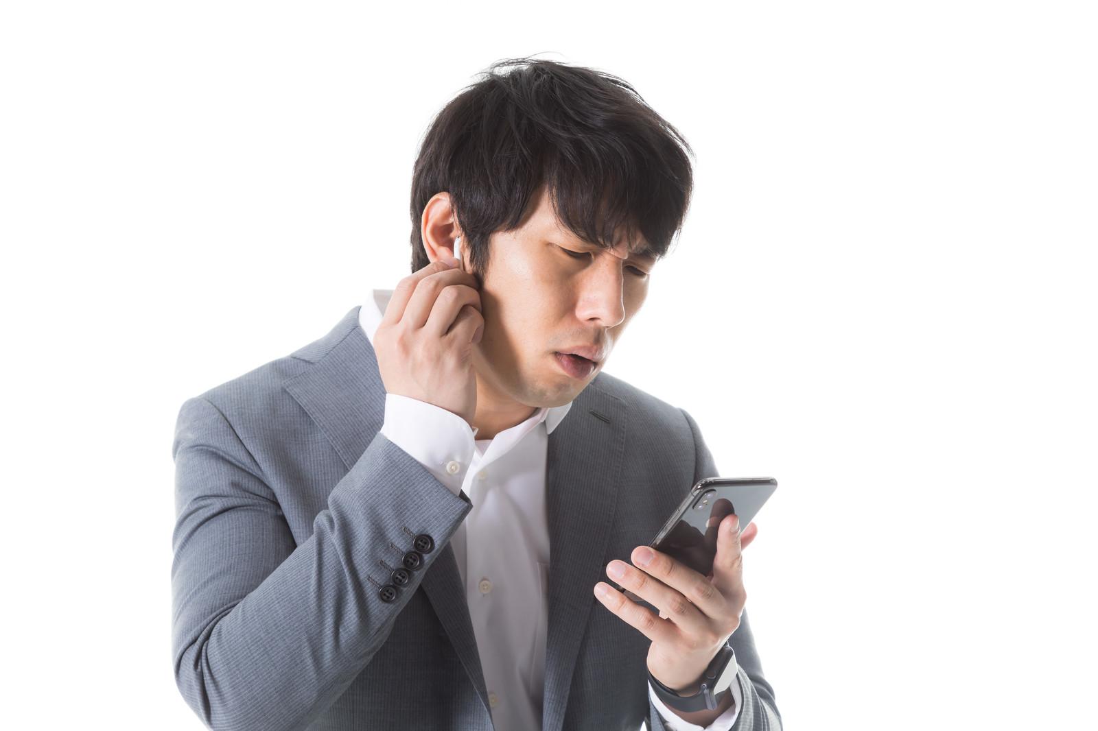 音程がひどいんですが、片耳だけイヤホンつけて歌うのって効果ありますか?