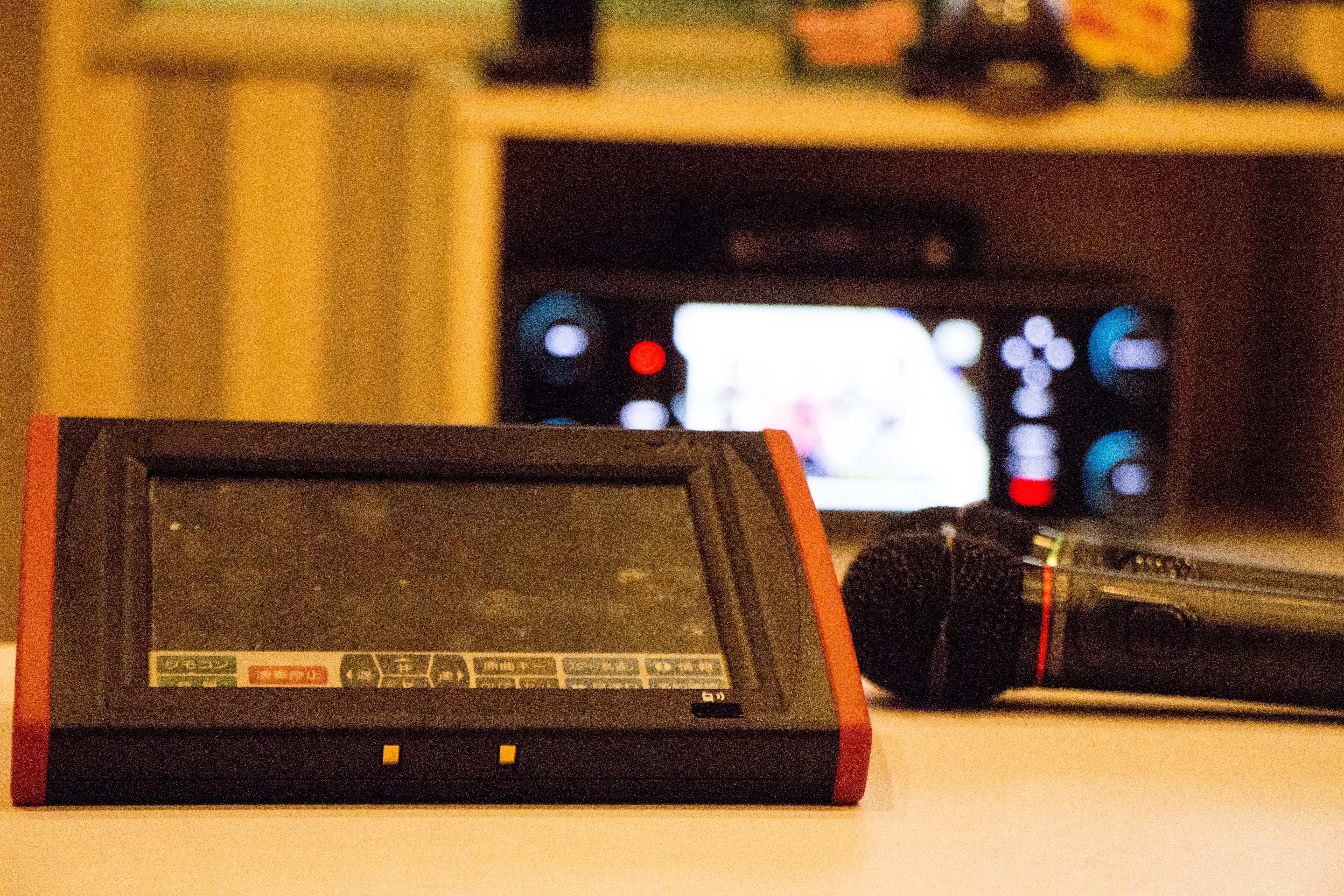 【カラオケ】個室に監視カメラがあるんだな…恥ずかしい